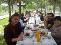KEREM SÜLEYMAN YÜKSEL - Engeliller Piknikte Buluştu