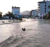 Hatay'da Ev Ve İşyerlerini Su Bastı