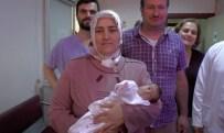 KAN UYUŞMAZLıĞı - 8 Bebeği Karnındayken Ölen Annenin 16 Yıl Sonra Bebek Sevinci