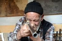 RAMAZAN DEDE - 86 Yaşındaki Ramazan Dede'nin Silah Yapma Tutkusu