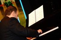 BEETHOVEN - Piyanist Emir Gamsızoğlu, Stand-Up Tadında Bir Konser Verdi