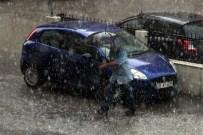 Yaz Yağmuru İzmir'de Hayatı Felç Etti