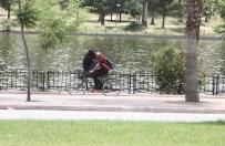 BARAJ KAPAKLARI - Aşıkların Bisiklet Üzerinde Tehlikeli Oyunu