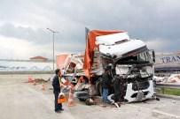ELMALıK - Bu Araçtan Burnu Dahi Kanamadan Çıktı!