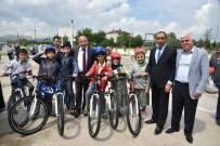 Kartepe'de 3 Bin 250 Öğrenciye Bisiklet Hediye Edildi
