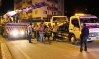 İLK YARDIM - Otomobil park halindeki tıra arkadan çarptı: 2 ölü