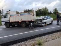 AHMET KAYA - Otomobil Kamyonete Çarptı Açıklaması 5 Yaralı