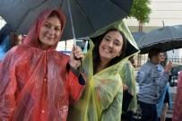 MUSTAFA KıLıNÇ - Yağmur Altında Mezuniyet Coşkusu