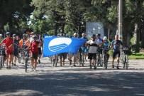 Mavi Bayrağı Başkan Uysal Bisikletçinin Elinden Aldı
