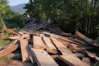 Sürücüsü Uyuyakalan Tır, TEM'den Ormana Uçtu Açıklaması 2 Yaralı