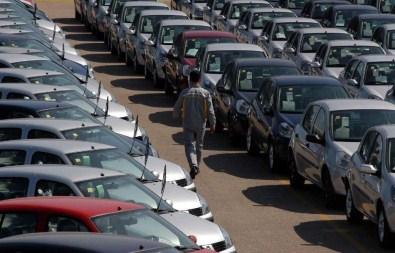 Otomobil ve hafif ticari araç satışı azaldı