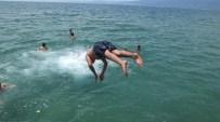 Burhaniye'de Ören Plajı Hareketlenmeye Başladı