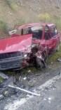İSKILIPLI ATıF HOCA - İki Otomobil Kafa Kafaya Çarpıştı Açıklaması 5 Yaralı