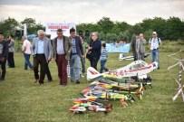 ABDULLAH YıLMAZ - Kartepe Semalarını Model Uçaklar Renklendirdi
