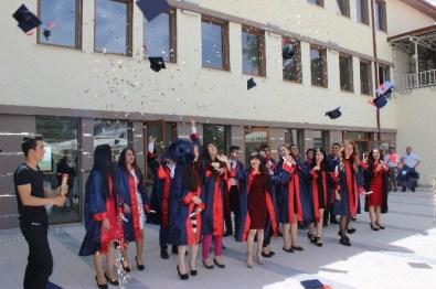 Beylikova'da Lise Öğrencilerinin Mezuniyet Sevinci