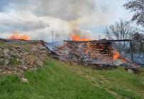 ALI ERDOĞAN - Köyde Ev Yangını