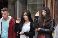Lise Öğrencileri Çanakkale Türküsünü İşaret Diliyle Anlattı