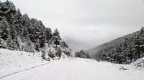 KAR KALINLIĞI - Gümüşhane'ye Mayıs Ayında Kar Yağdı