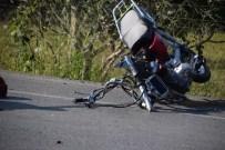 HASANLAR - Aliağa'da Motosiklet Kazası Açıklaması 2 Yaralı