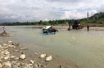 KOZCAĞıZ - Bartın'da Yine Traktör Sulara Gömüldü