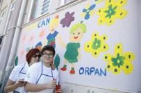 EMEKLİ UZMAN ÇAVUŞ - Anneler Günü'nde Okul Duvarı Tabloya Döndü