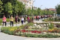 BARIŞ MANÇO - Büyükçekmeceli Kadınlardan 'Sevgi Ve Hoşgörü' Yürüyüşü