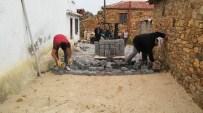 YUNUSLAR - Kırsal Mahallelere 4 Ayda 26 Bin Metrekare Parketaş Yol Yapıldı