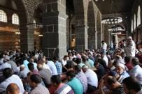 ULU CAMİİ - Diyarbakır'da Ramazan Ayının İlk Cuma Namazında Cemaat Sokağa Taştı