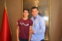ARİF KARAMAN - Efe Ağan Başarısını Başkan Kocadon'la Paylaştı