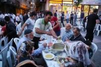 Zeytinburnu Belediyesi 'Gönül Sofrası'nda' 2 Bin Kişiyi Ağırladı