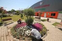 NİKAH SARAYI - Karşıyaka 300 Bin Çiçekle Süsleniyor