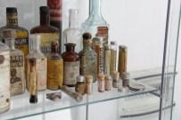 40 Yıllık Eczacının Mini İlaç Müzesi