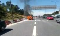 CENK EREN - TEM'de Yanan Otomobil Trafiği Kilitledi