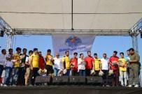 YÜKSEL MUTLU - Akdeniz Belediyesi Çay Mahalle Evi'nin Futbol Turnuvası Sona Erdi