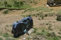 GÖKÇEÖREN - Kontrolden Çıkan Otomobil Şarampole Uçtu Açıklaması 2 Yaralı