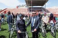 ALI ADA - Pasinler'de 101 Öğrenciye Bisiklet Dağıtıldı