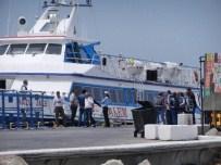 Yunanistan'dan Yeni Göçmen Kafilesi İzmir'de