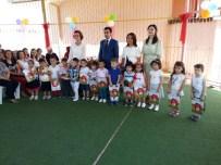 Kaymakam Baytok, Yenipazarlı Öğrencilerine Karnelerini Dağıttı