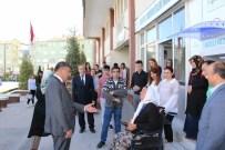 AKÜLÜ SANDALYE - Niğde Belediye Başkanı Faruk Akdoğan, Engelli Vatandaşı Sevindirdi