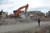 KİRA GELİRİ - Yüksekova'da Binaların Yıkımına Başladı