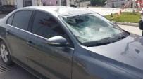 BENZİN İSTASYONU - Antalya'dan Kocaeli'ye Sebze Getiren Kamyon Sürücüsüne Otomobil Çarptı