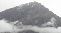SÜMBÜL DAĞI - Haziran Ayında Hakkari Sümbül Dağına Kar Yağdı