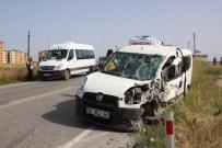 İŞÇİ SERVİSİ - İşçi Servisi İle Otomobil Çarpıştı Açıklaması 3 Yaralı