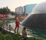 ELEKTRİK KAÇAĞI - Sıcaklık 40 Dereceyi Buldu, Çocuklar Süs Havuzuna Daldı