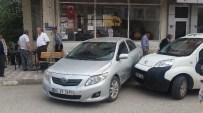 AHMET HAMDI AKPıNAR - El Freni Çekilmeyen Otomobil Kahvehane Önünde Oturanlara Çarptı