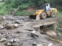 ESENDERE - Esendere'de Sel Nedeniyle Kapanan Yollar Açıldı