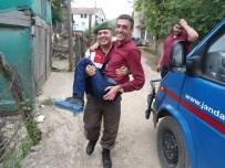Uzman Çavuş Engelli Vatandaşı Böyle Taşıdı