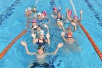 SADIK AHMET - Bursa'da Minikler Havuzlara Akın Etti