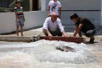 ELEKTRİK KAÇAĞI - Rögar Kapağı Patladı, Mahalle Sular Altında Kaldı