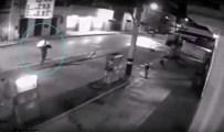 BENZİN İSTASYONU - Pompacı soyguncuyu yaktı!